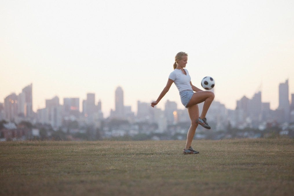 woman joggling football