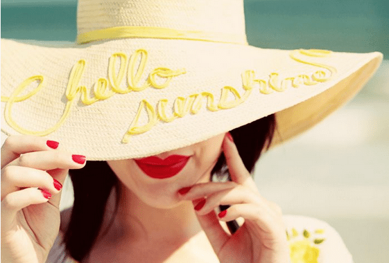 How to keep your nails healthy on holiday
