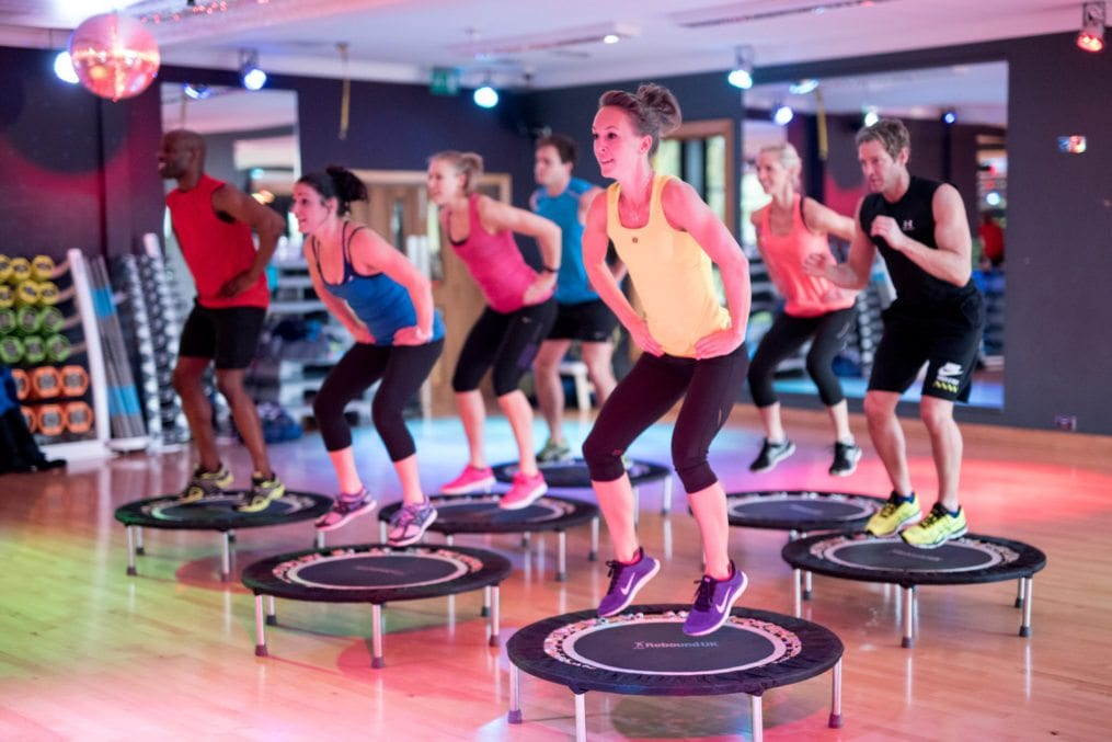 Fitness class using trampolines