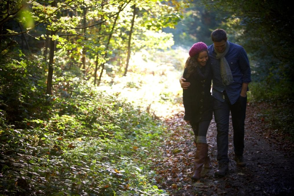 couple-autumn-forest