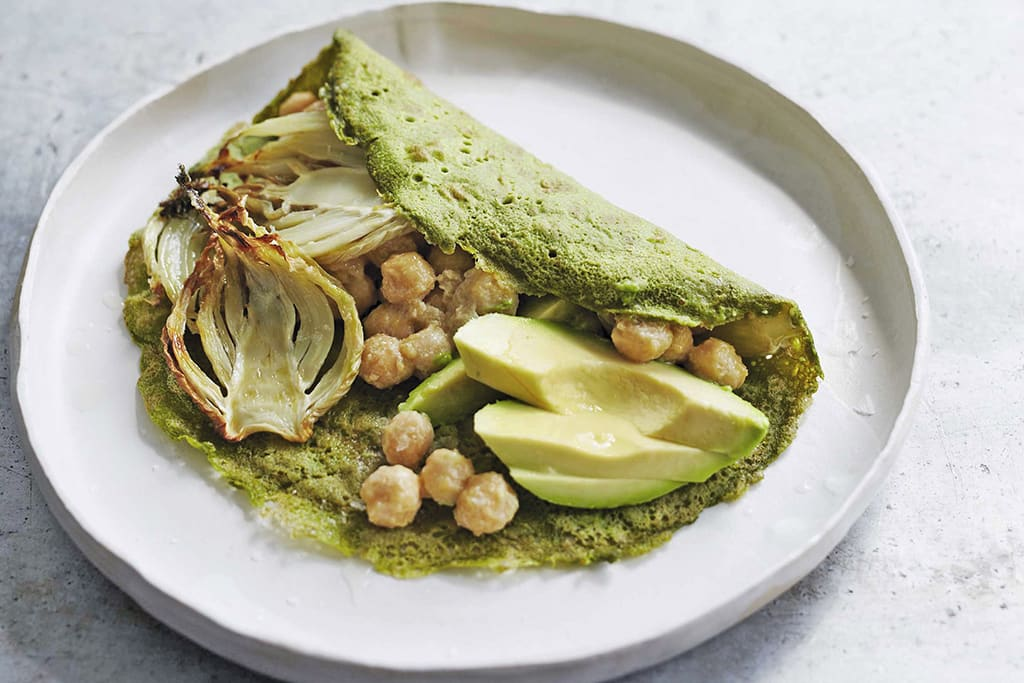 Green pancakes with avocado, fennel and chickpeas